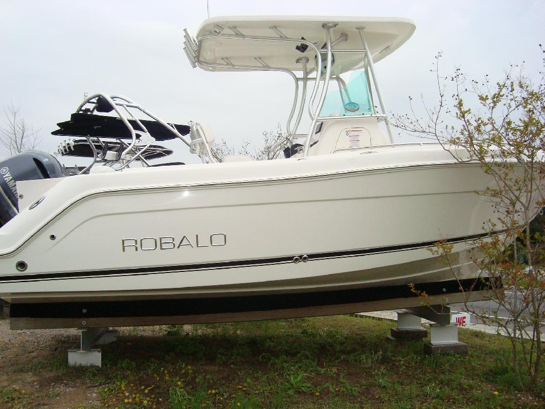 2011 21' Robalo 220 in Mary Esther, Florida