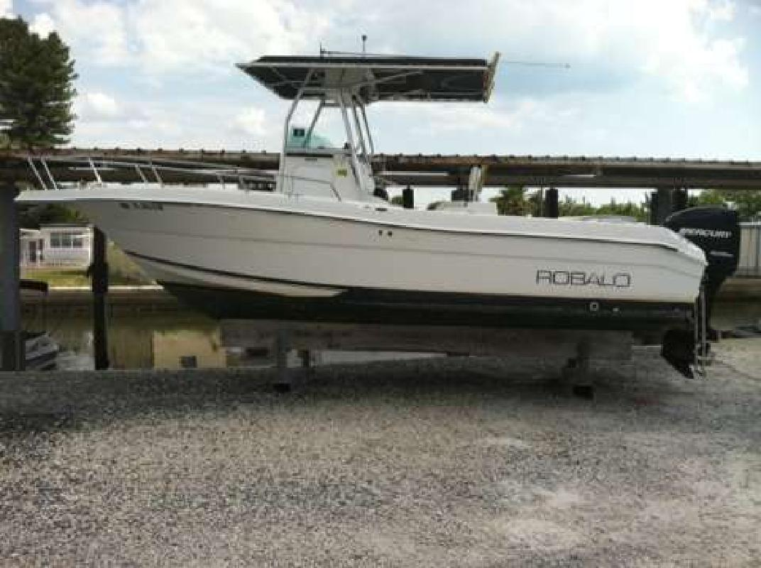 2001 22' Robalo 2220 in Nokomis, Florida