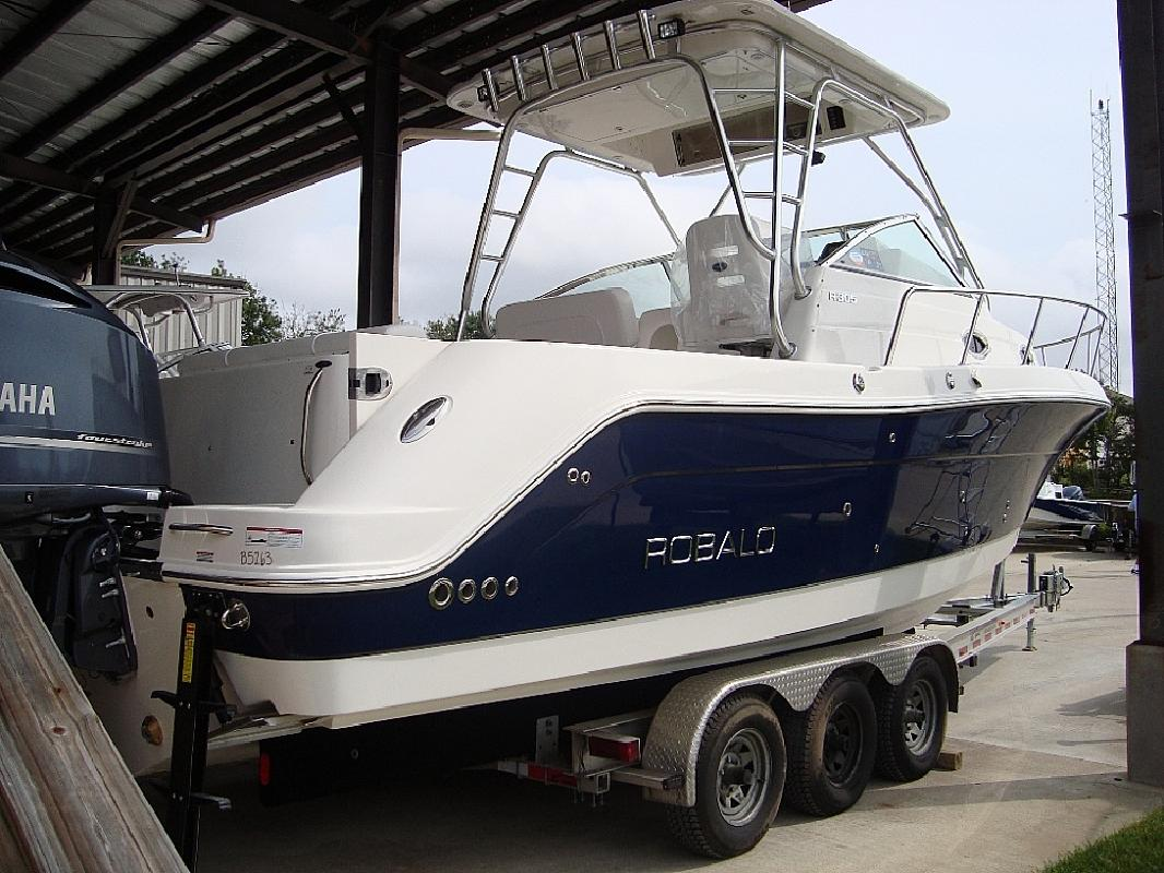 2010 29' Robalo 305 in Mary Esther, Florida