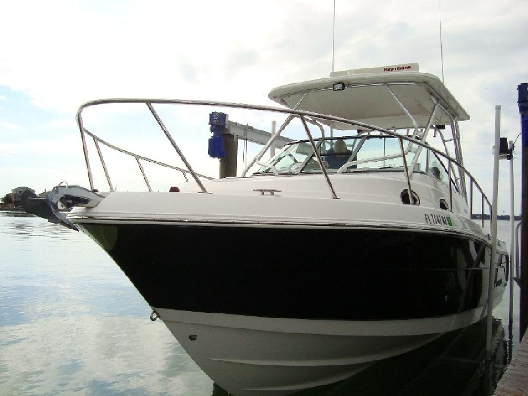 2008 29' Robalo 305 in Mary Esther, Florida