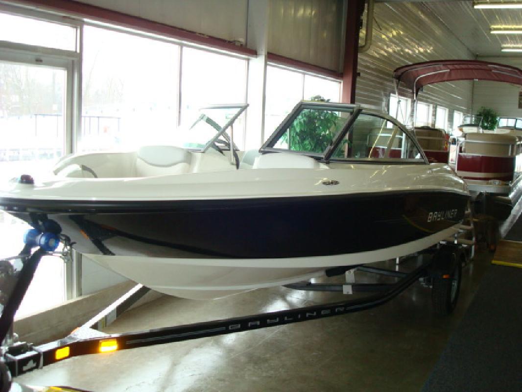 2011 17' Bayliner Runabout 175