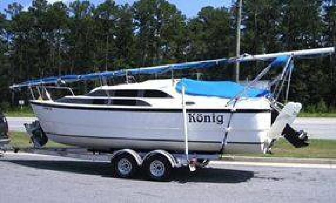 $20,000 2005 Macgregor 26M Sailboat (Wiggins, MS)