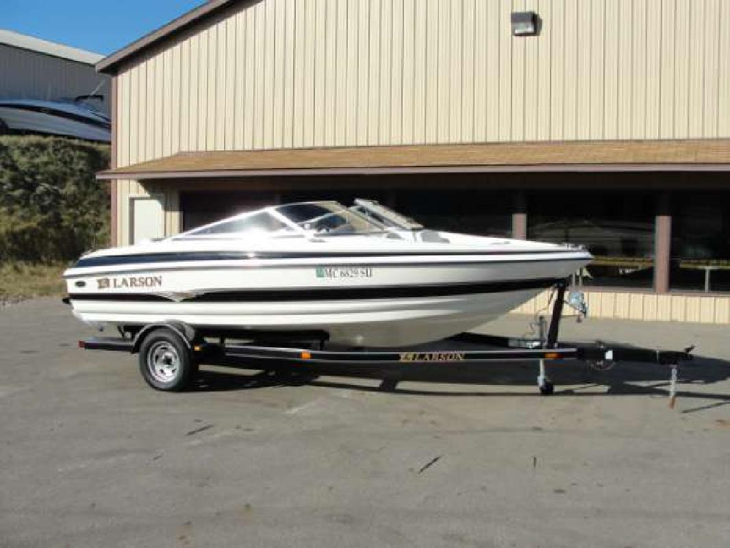 2004 17' Larson Boats SEi 180 I/O in Kalamazoo, Michigan