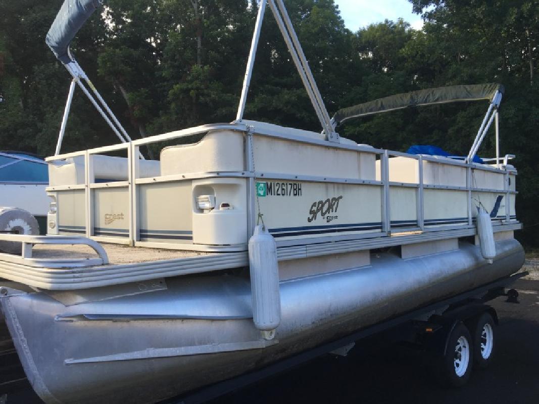 2002 - Crest Pontoon Boats - Sport 20 in Ridgeland, MS