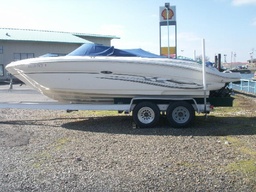 2004 23' Sea Ray Sport Boats 220 Select in Hot Springs, Arkansas