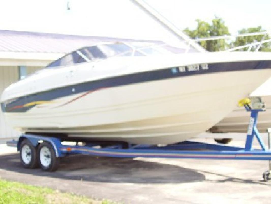 $20,995 2001 Bayliner 23ft. Sport Cuddy