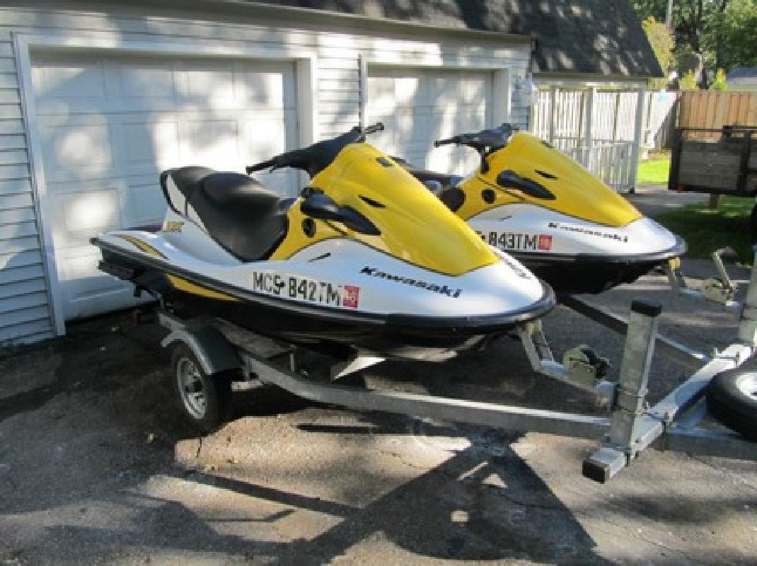 $2,990 2006 2 Pwc - Kawasaki 900 Stx 3 Person Jet Skis