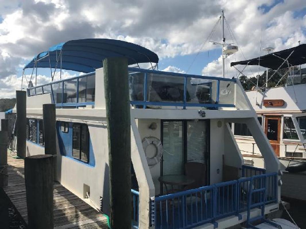 1988 Three Buoys Renovated Sunseeker Houseboat Palatka FL