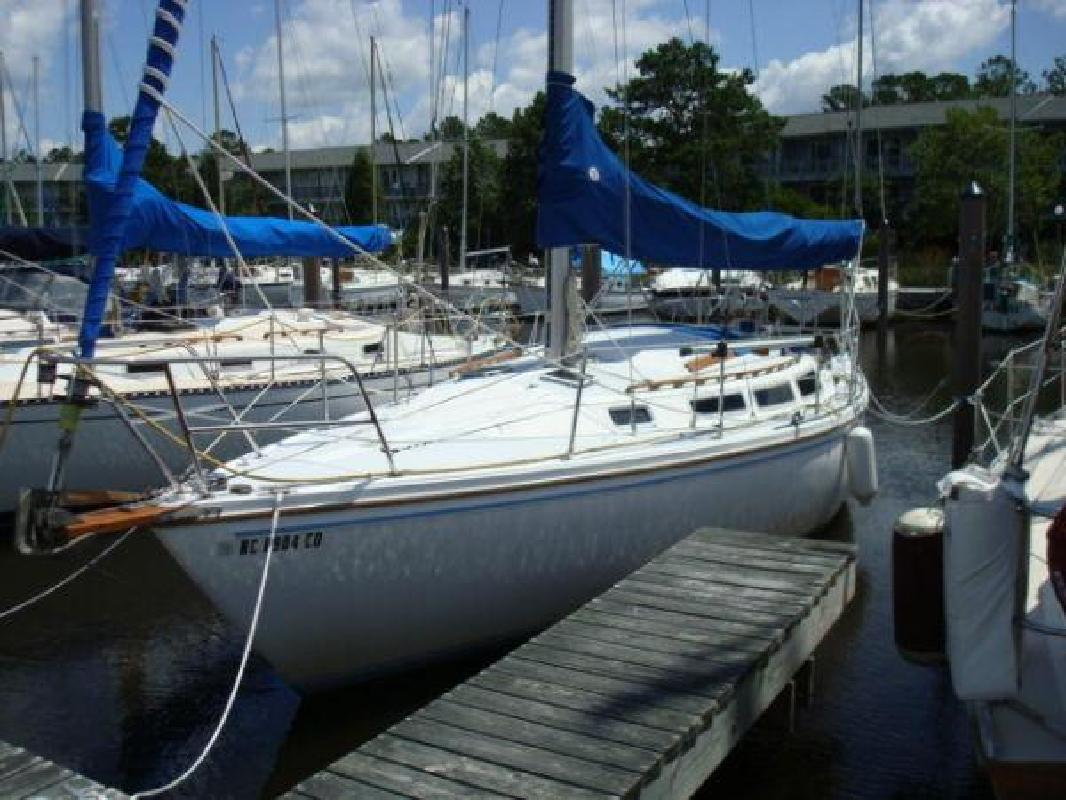 1985 30' CATALINA YACHTS Tall Rig Sloop