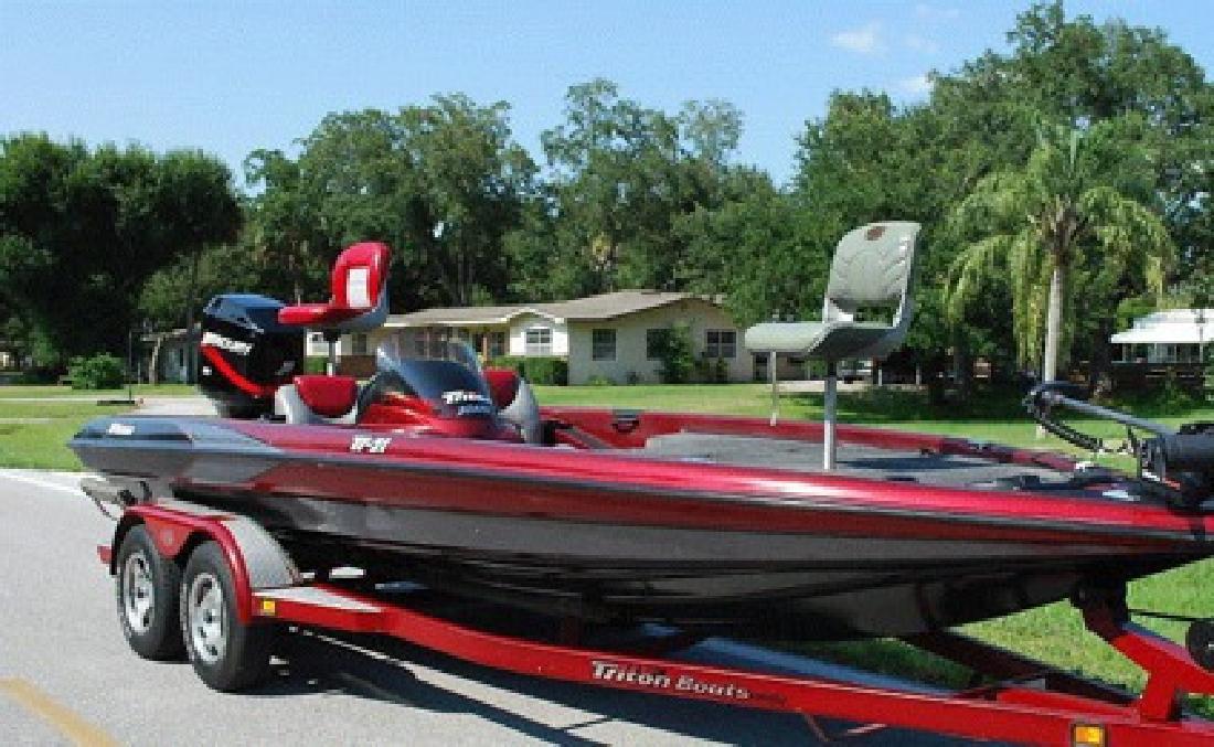 $2,500 OBO 2000 Triton Tr-21 Bass Boat
