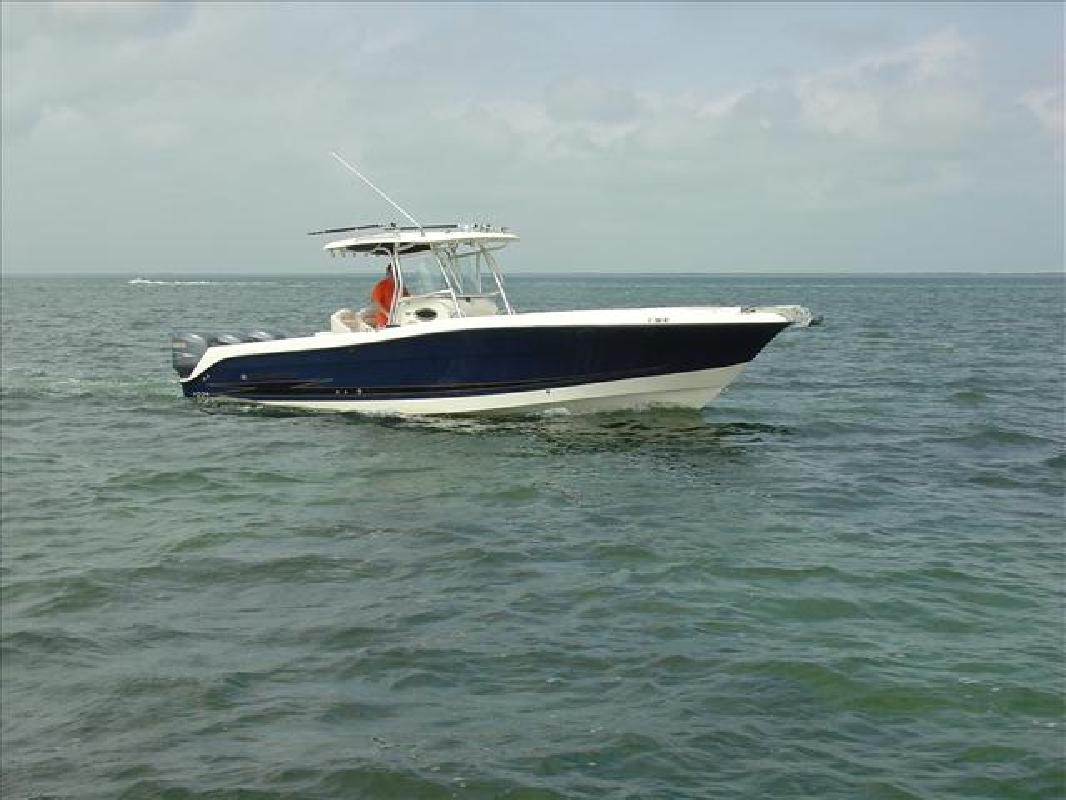 2006 33' Hydra-Sports Vector 3300CC in Key Largo, Florida