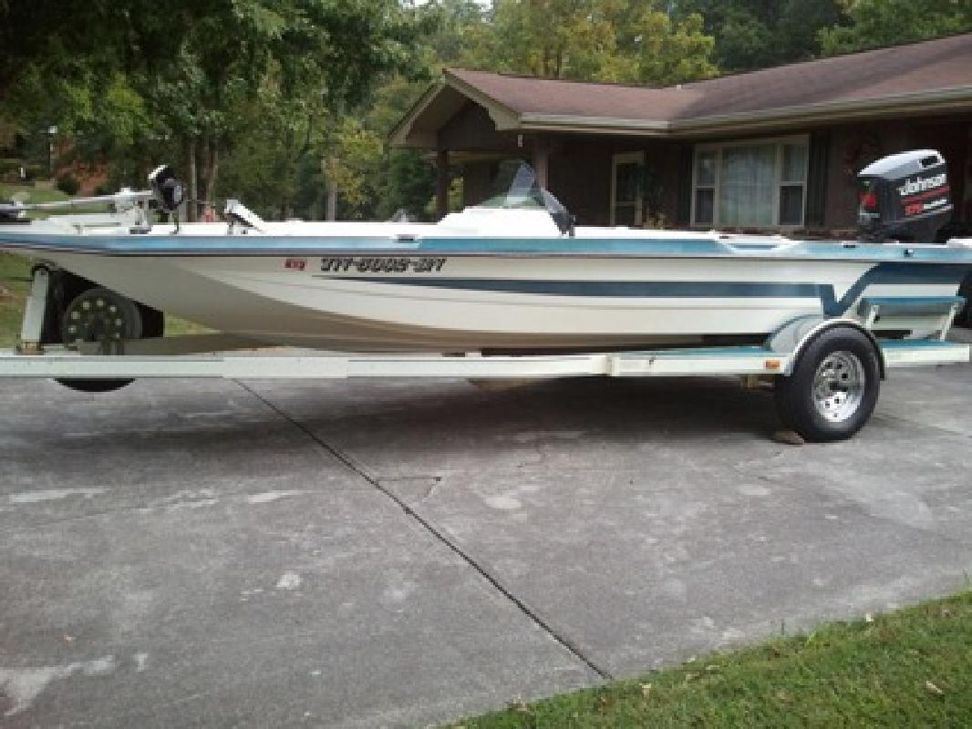$4,000 OBO 1991 18 1/2ft Venture Bass Boat