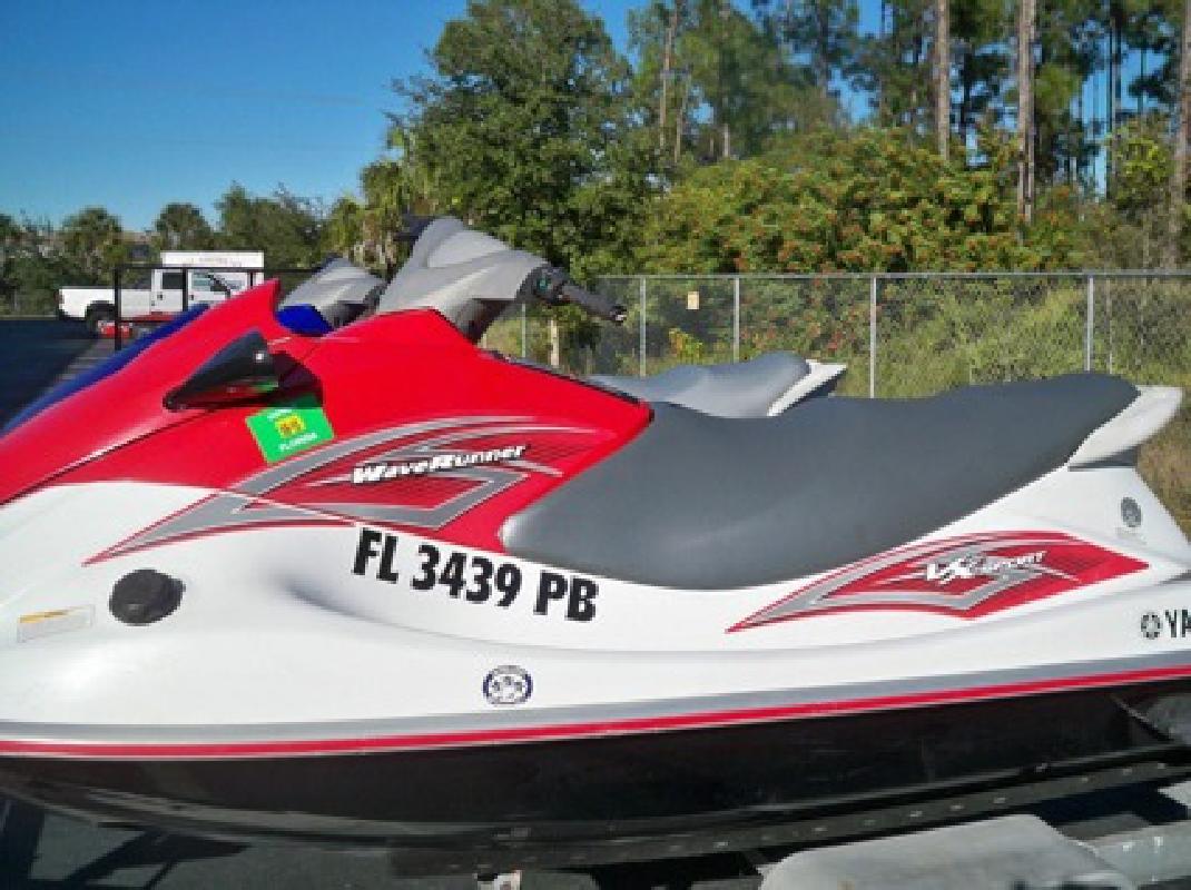 $2,990 2010 and 2009 Yamaha Waverunner VX110 Sport
