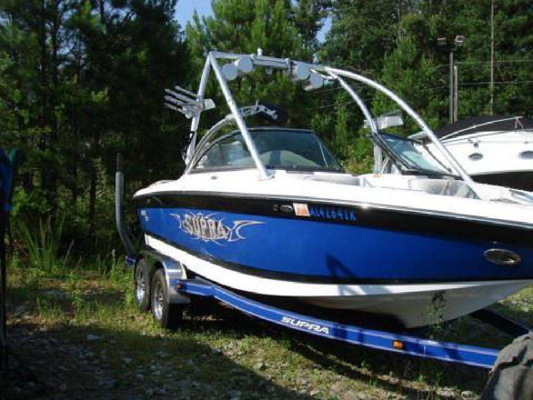 2006 Supra 21V wakeboard boat