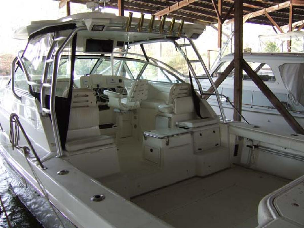2001 34' Boston Whaler 34 Defiance