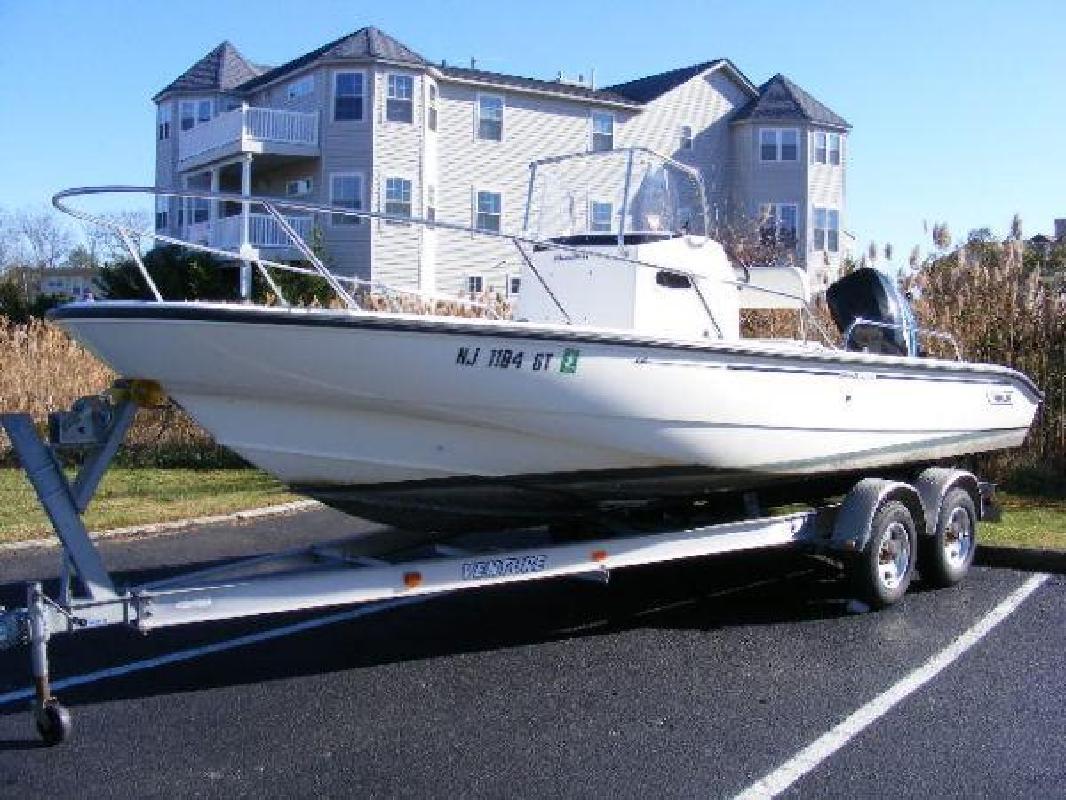 2003 22' Boston Whaler Dauntless 220