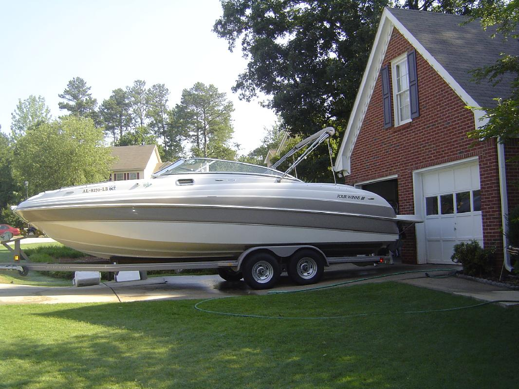 2004 28' Four Winns 264 FUNSHIP