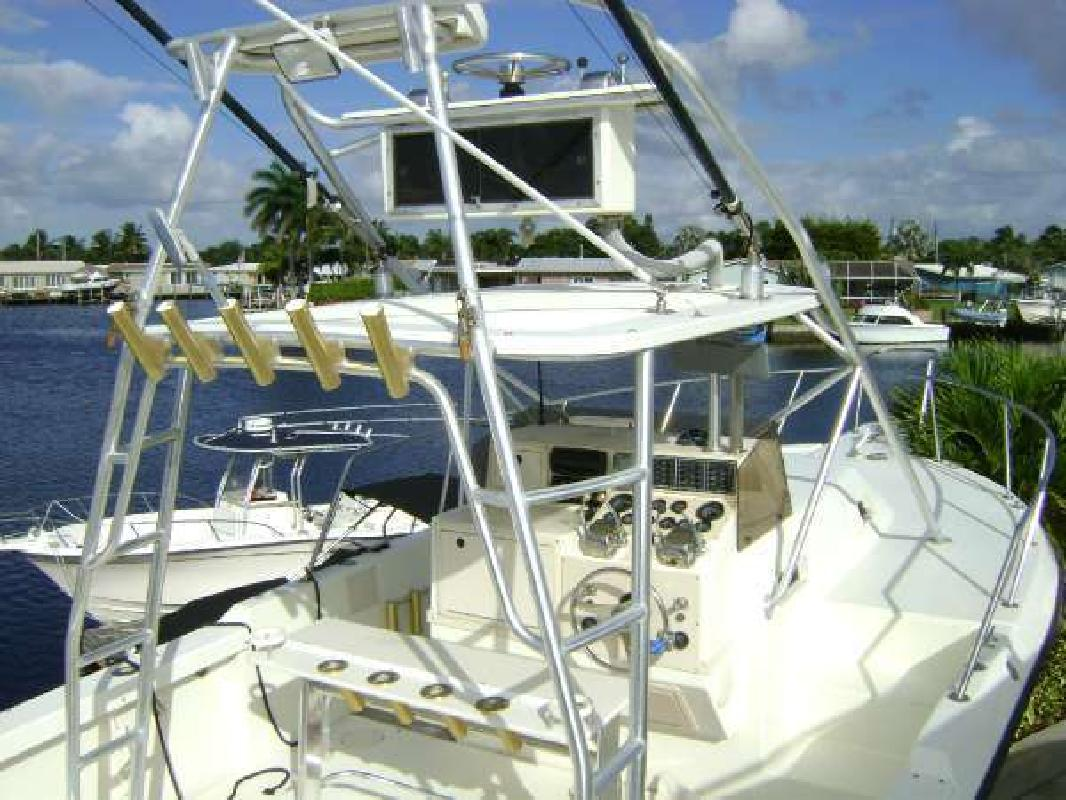 1980 ROBALO 2639 Twin inboard with tower Pompano Beach FL