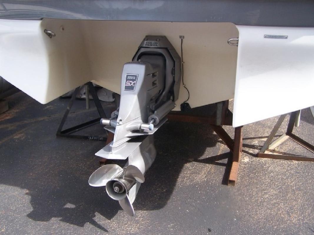 2000 Four Winns 210 Horizon Bowrider wtrailer in Lake Ozark, MO