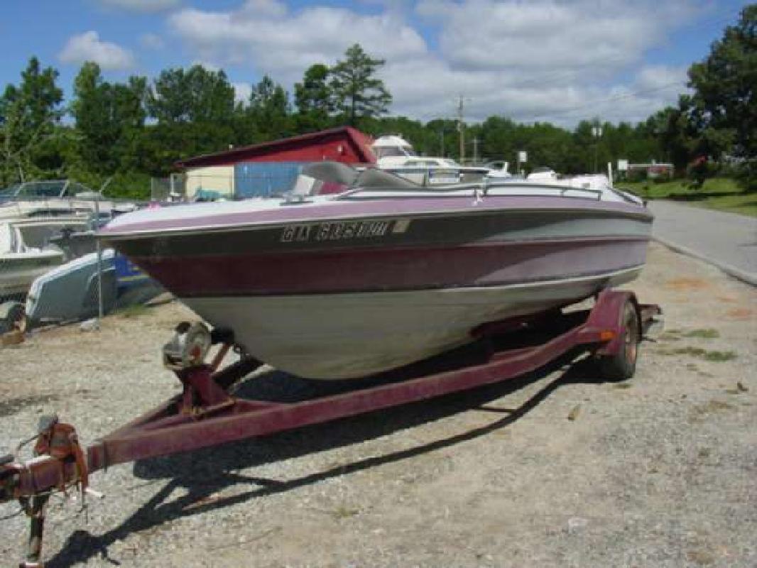 1988 19' Maxum-U.S. Marine 1900 XR Bowrider Outboard Hull