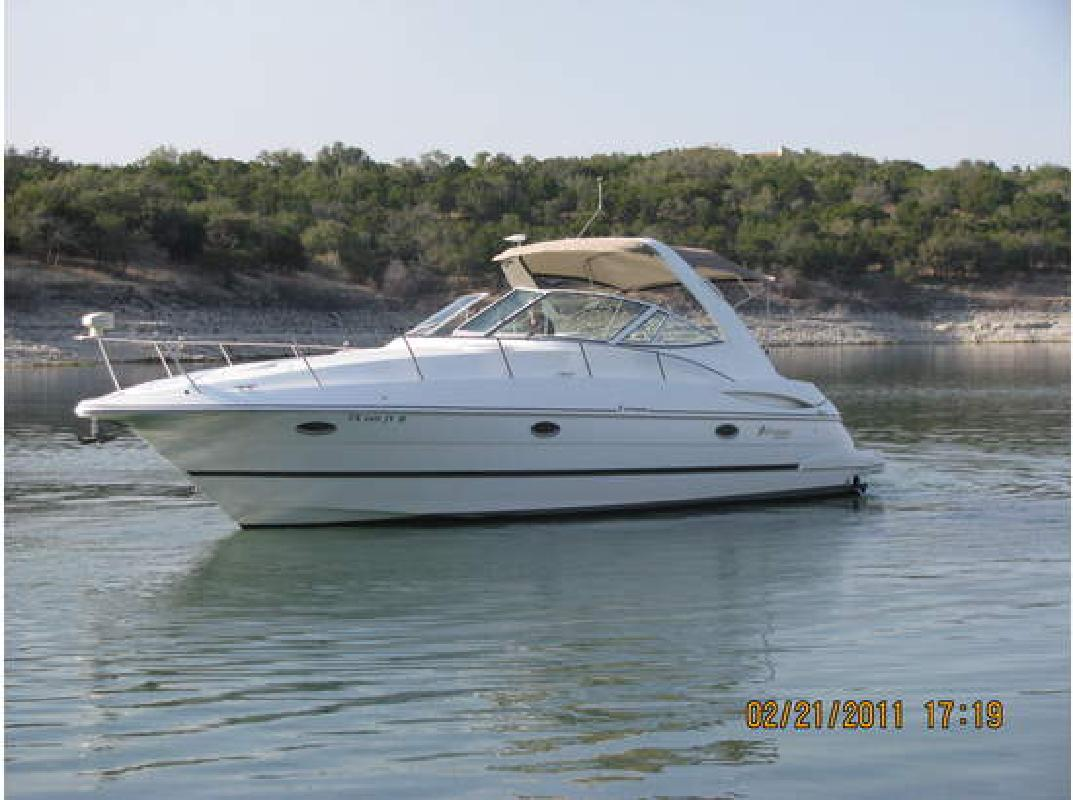 2001 33' Cruisers Yachts 3470 EXPRESS in Austin, Texas