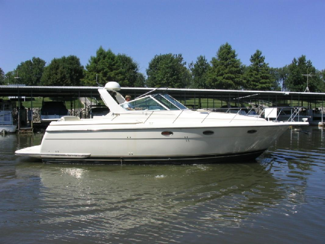 1997 35' Tiara Yachts 3500 EXPRESS in Lake Ozark, Missouri