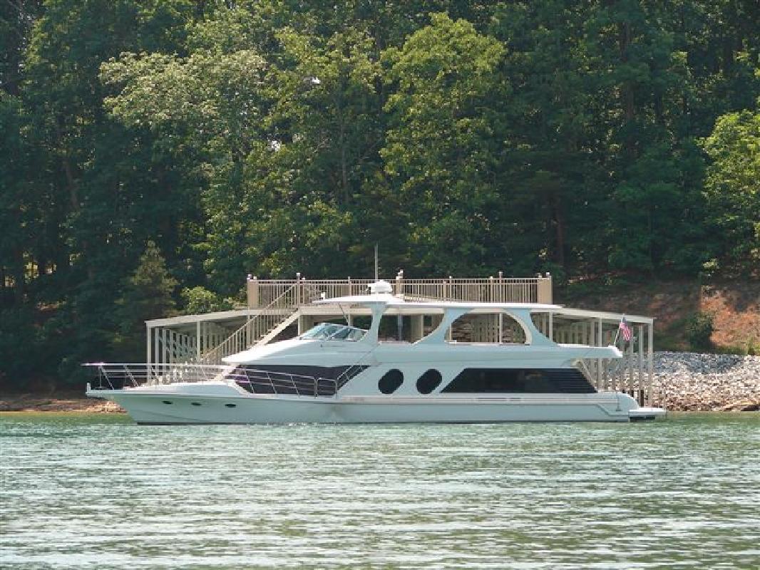 2000 70' Bluewater Yachts 70 Millinium