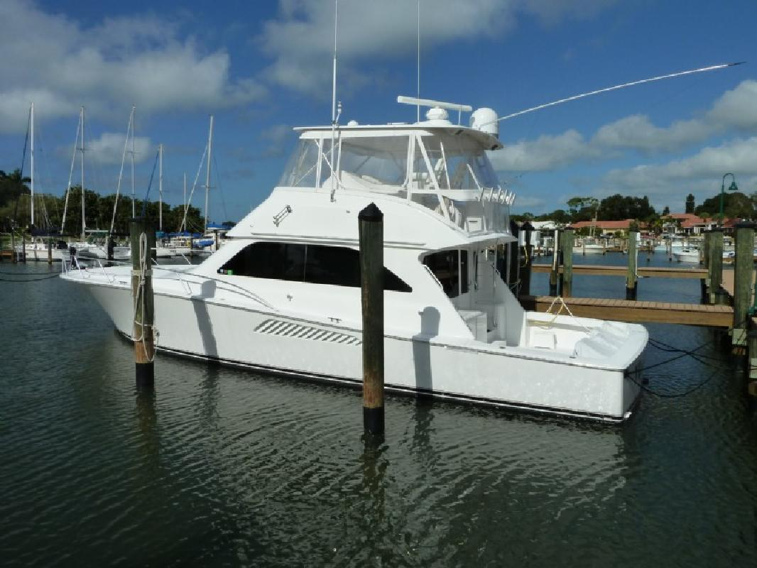 2004 52' Viking Yachts Convertible