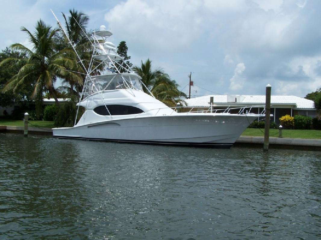 2003 54' Hatteras Yachts Convertible