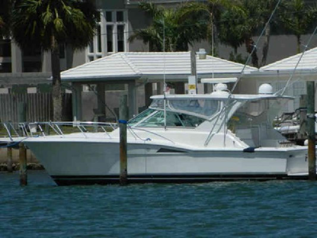 $199,000 Used 1998 Hatteras Yachts Express Cruiser