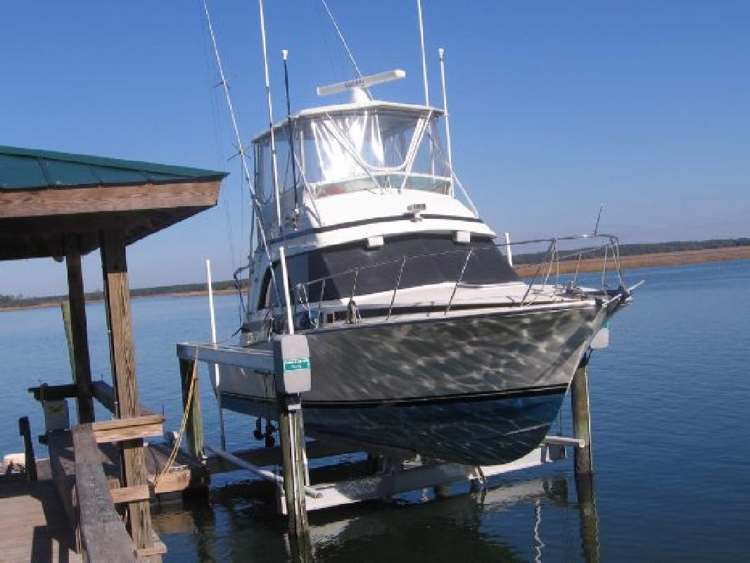1988 33' Bertram Yachts Flybridge Cruiser
