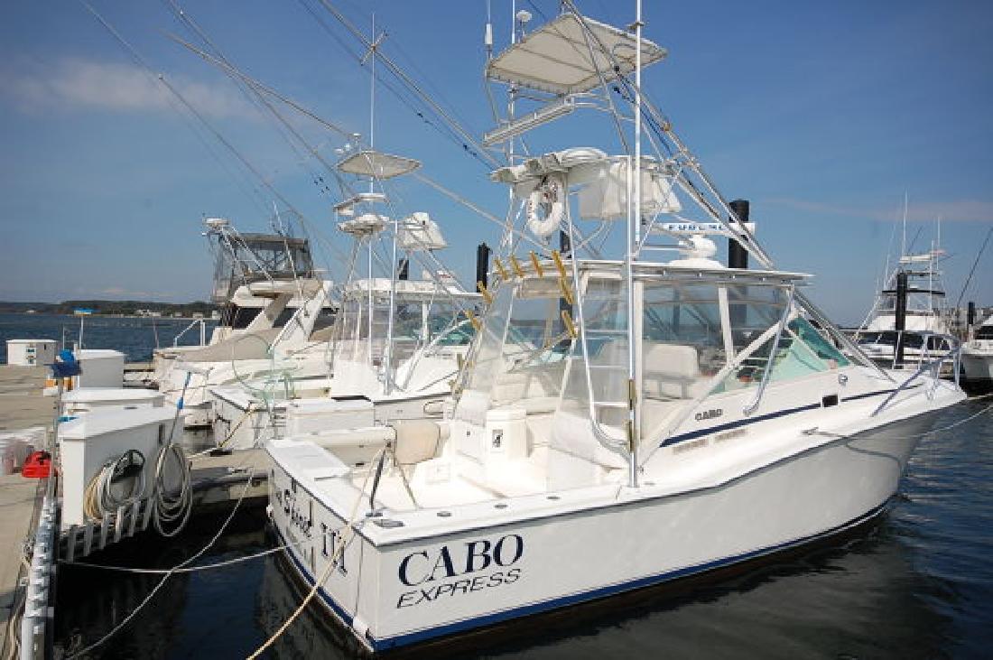 1999 31' Cabo Yachts, Inc. Express