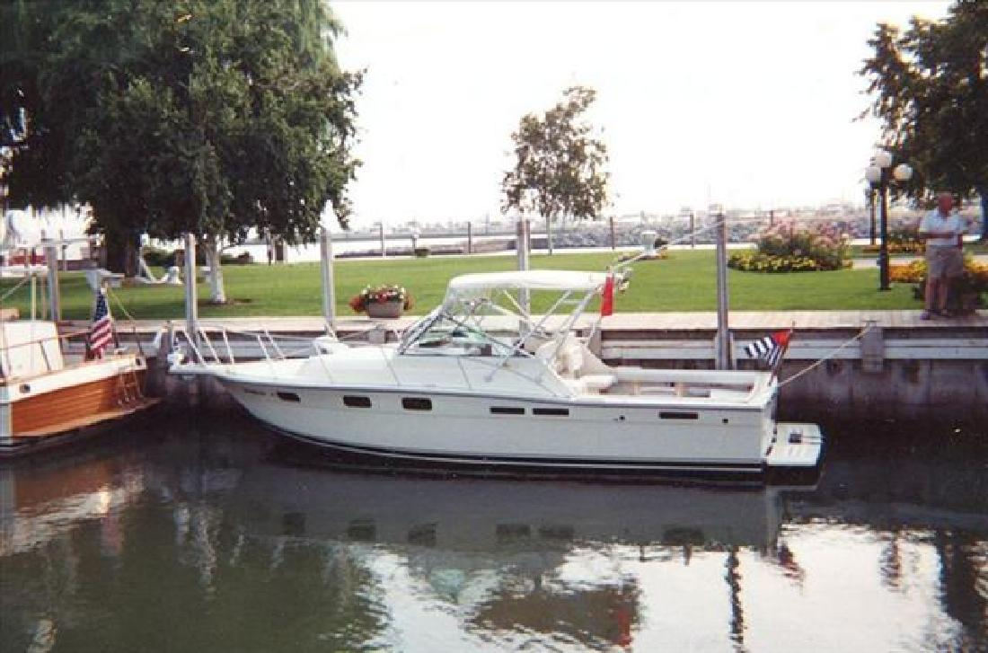 1988 27' Tiara Yachts Open 2700 in Huron, Ohio
