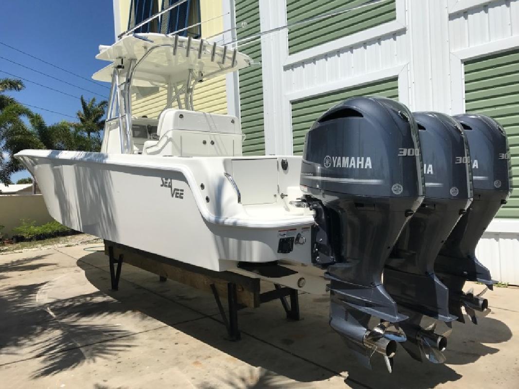 2017 SeaVee 340B WTriple 300 Yamahas in Englewood, FL