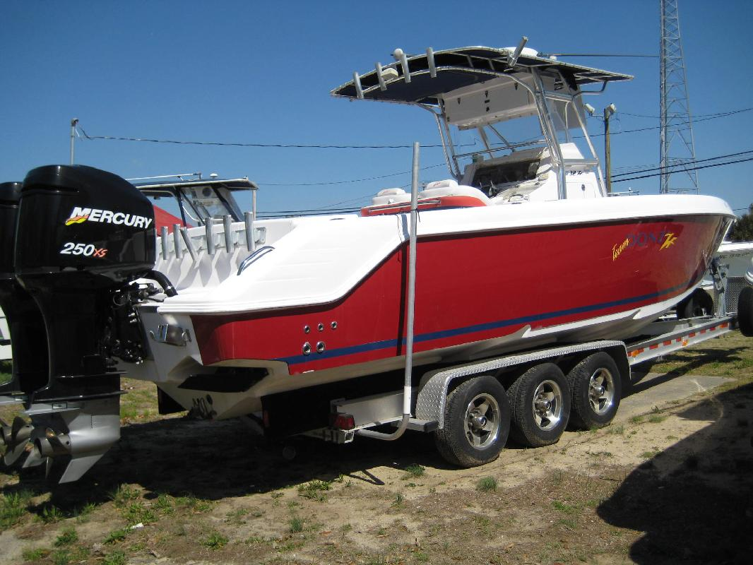 2001 32' Donzi 32 ZF CENTER CONSOLE in Morehead City, North Carolina